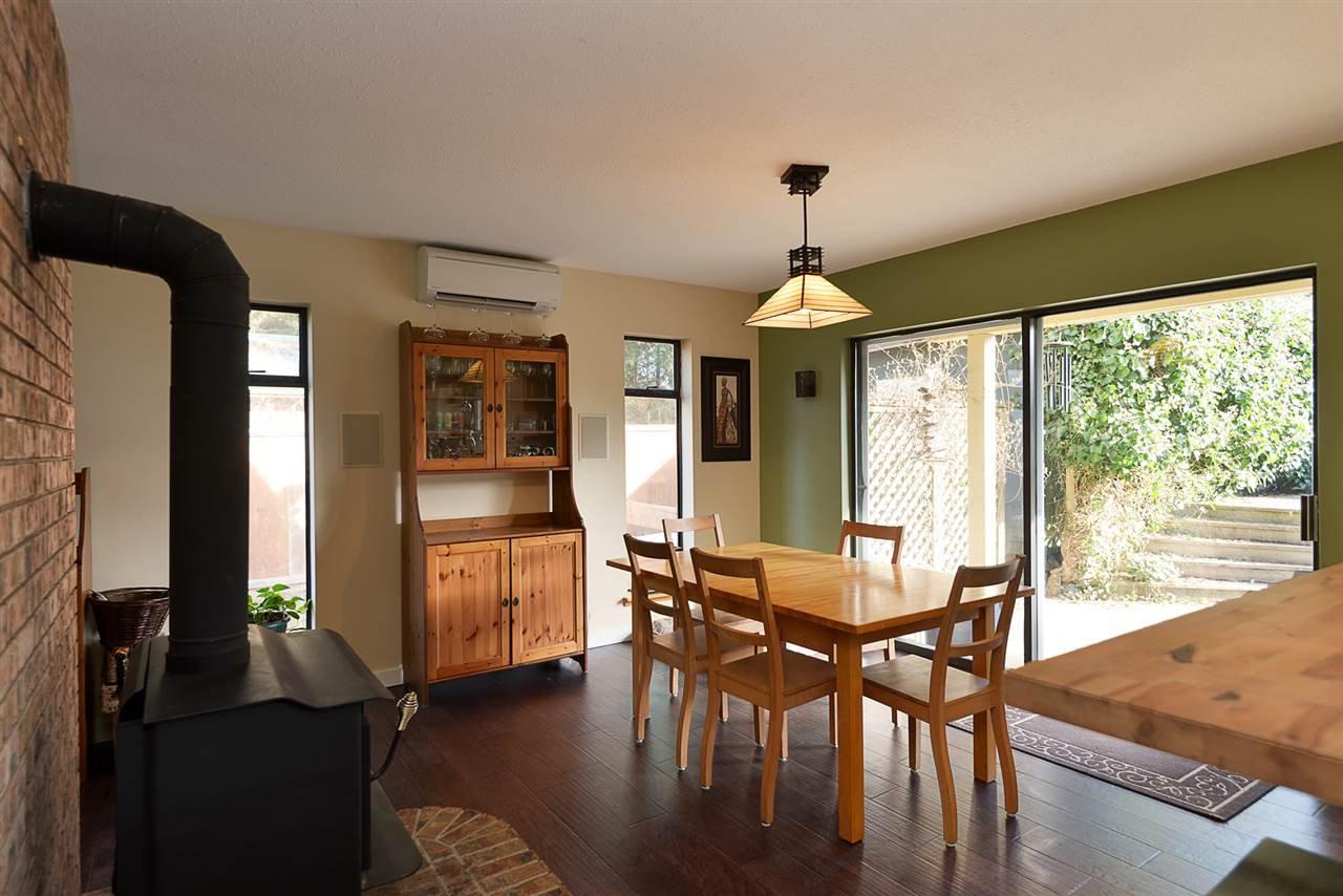 Photo 5: Photos: 7977 SOUTHWOOD Road in Halfmoon Bay: Halfmn Bay Secret Cv Redroofs House for sale (Sunshine Coast)  : MLS®# R2246763