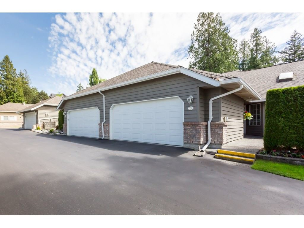"Main Photo: 13 21848 50 Avenue in Langley: Murrayville Townhouse for sale in ""Cedar Crest Estates"" : MLS®# R2370365"