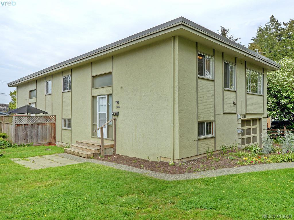 Main Photo: 2444 Lovell Avenue in SIDNEY: Si Sidney North-East Revenue Duplex for sale (Sidney)  : MLS®# 413050