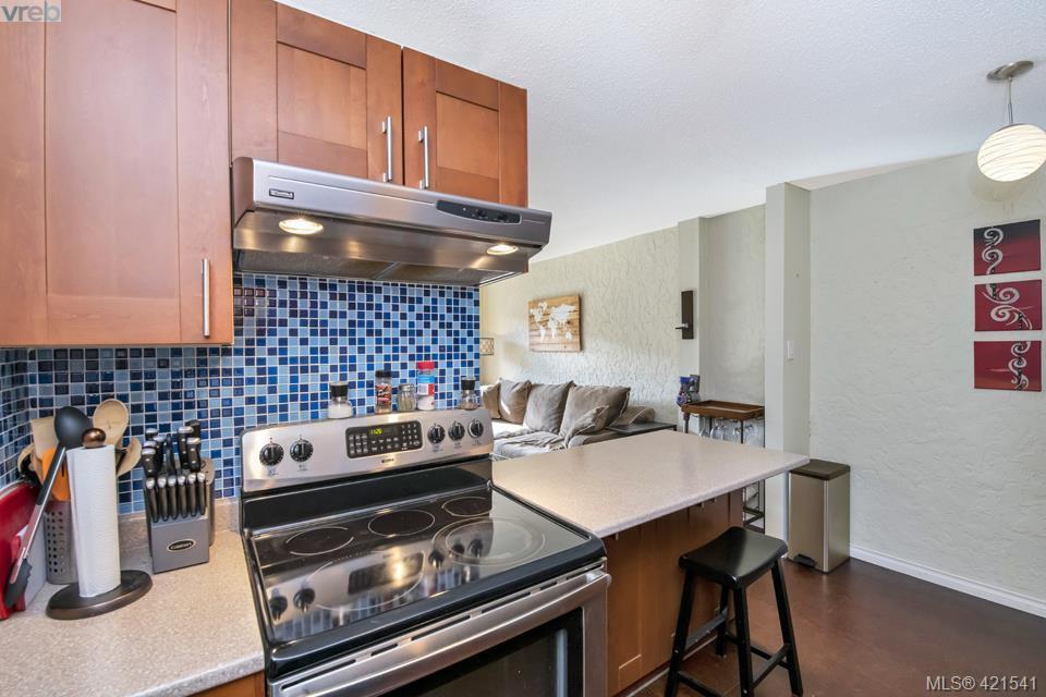Main Photo: 406 1235 Johnson Street in VICTORIA: Vi Downtown Condo Apartment for sale (Victoria)  : MLS®# 421541