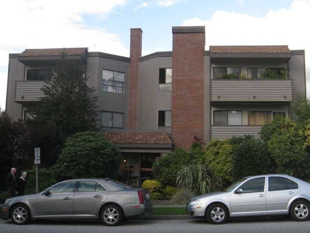 Main Photo: 210 206 E 15TH Street in North Vancouver: Central Lonsdale Condo for sale : MLS®# V915190