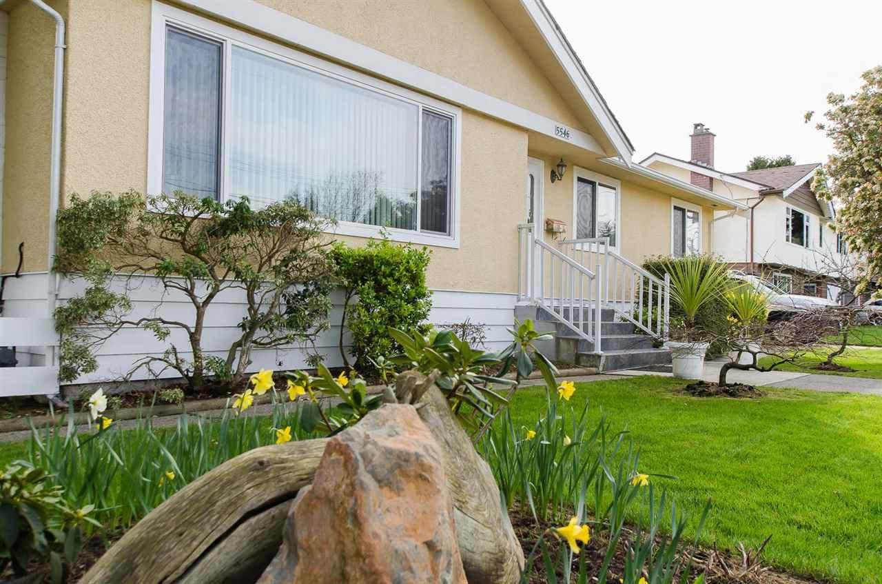 Photo 2: Photos: 5546 45 Avenue in Delta: Delta Manor House for sale (Ladner)  : MLS®# R2046612