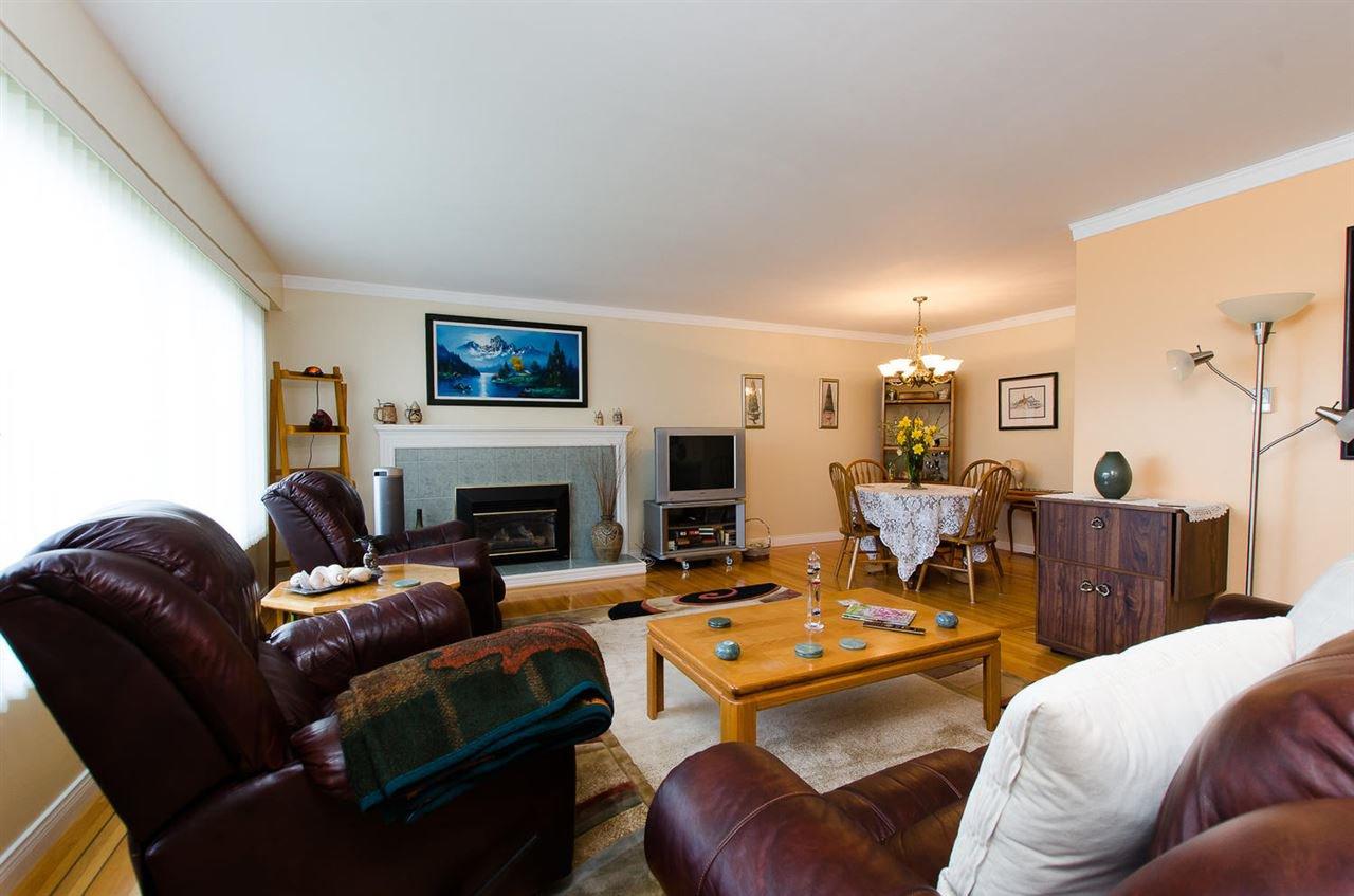 Photo 3: Photos: 5546 45 Avenue in Delta: Delta Manor House for sale (Ladner)  : MLS®# R2046612