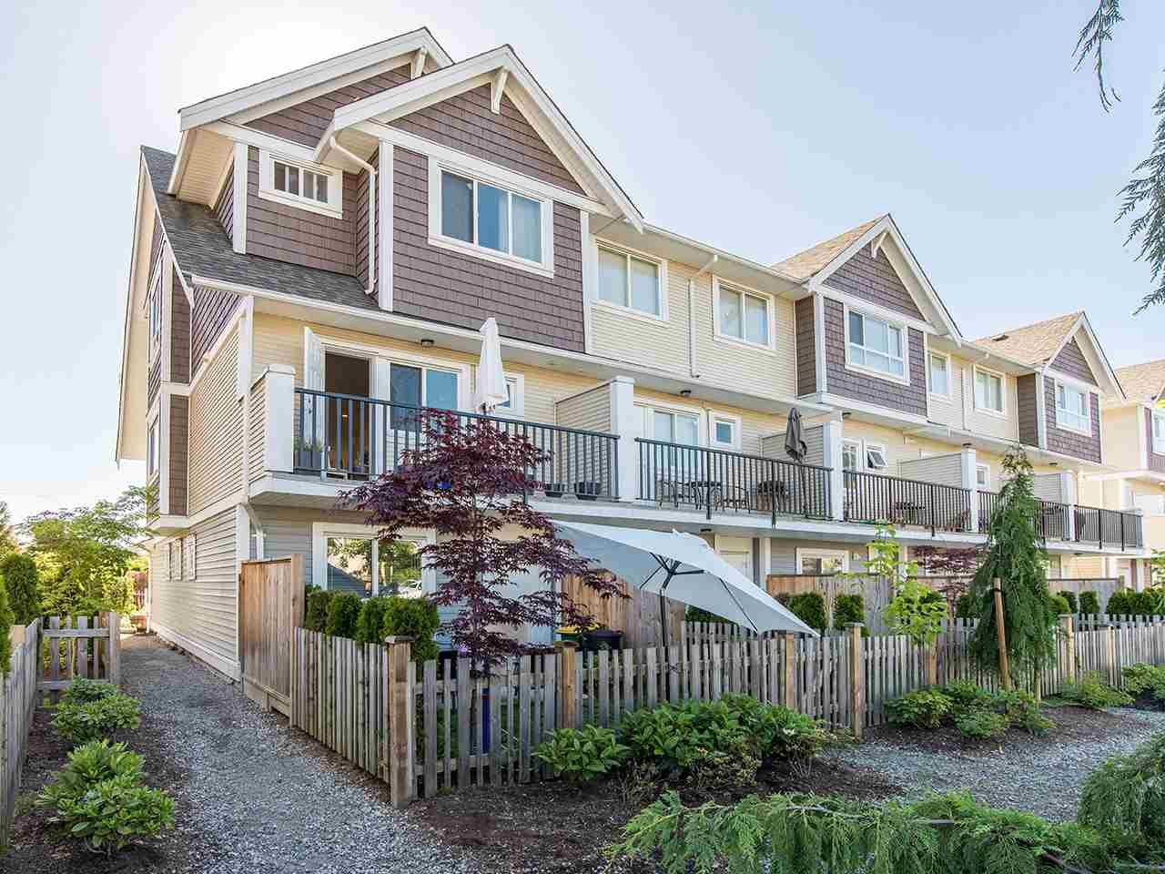 "Main Photo: 16 7298 199A Street in Langley: Willoughby Heights Townhouse for sale in ""YORK"" : MLS®# R2068285"