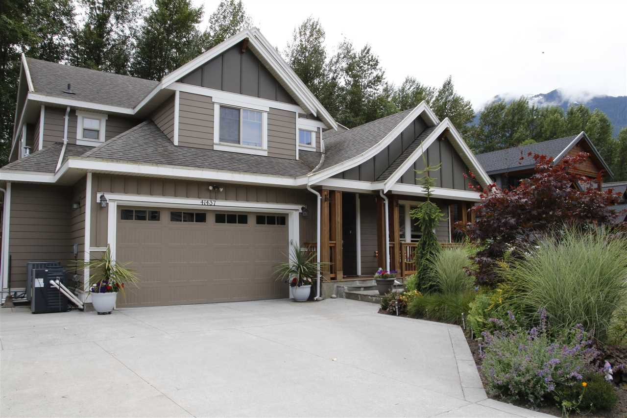 Main Photo: 41437 DRYDEN Road in Squamish: Brackendale House for sale : MLS®# R2088183