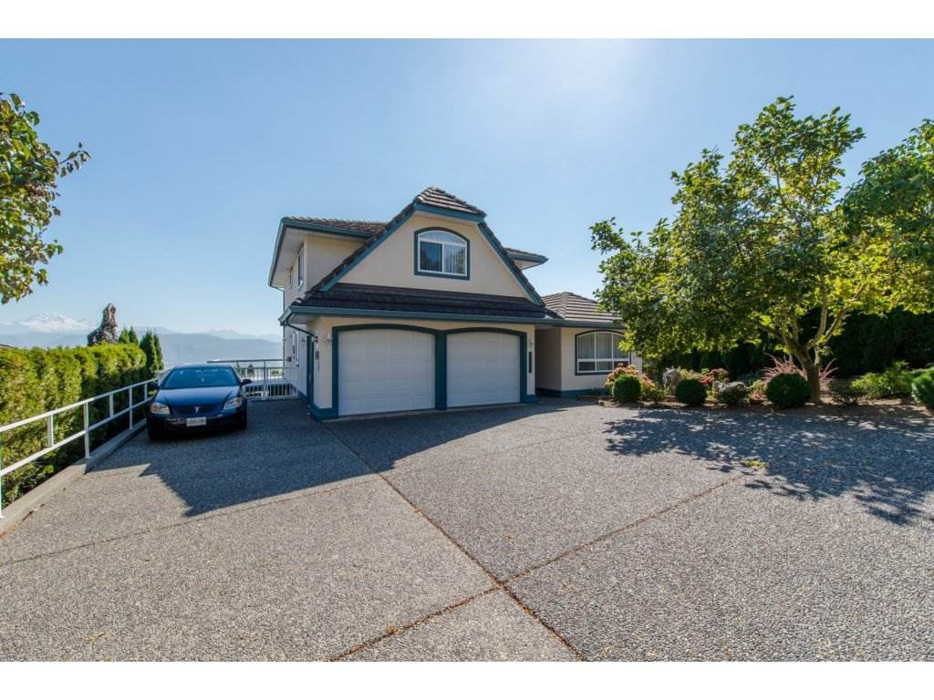"""Main Photo: 35976 EMPRESS Drive in Abbotsford: Abbotsford East House for sale in """"Regal Peak Estates"""" : MLS®# R2109654"""