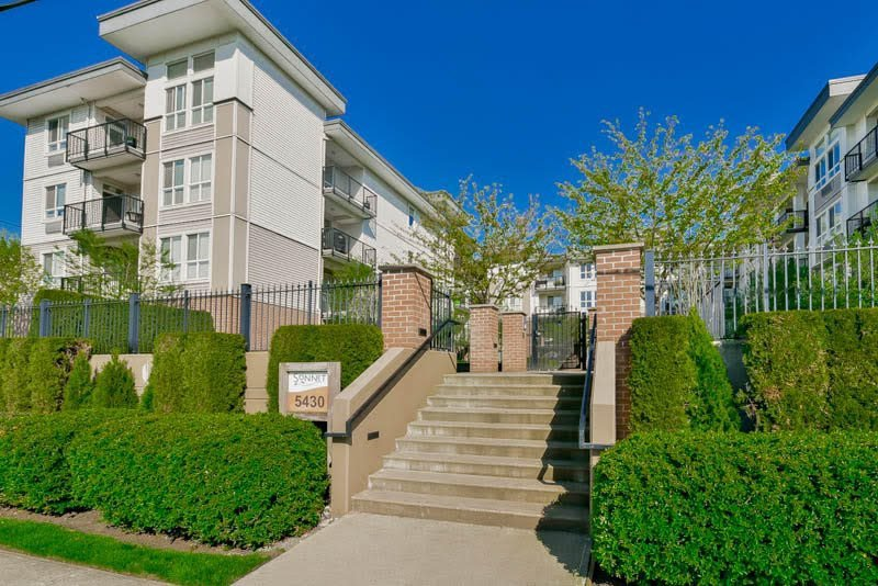 "Main Photo: 312 5430 201 Street in Langley: Langley City Condo for sale in ""The Sonnet"" : MLS®# R2118846"