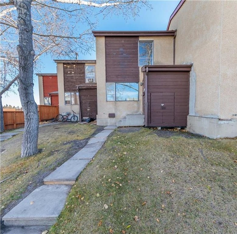 Main Photo: 279 PENSVILLE Close SE in Calgary: Penbrooke Meadows House for sale : MLS®# C4139189