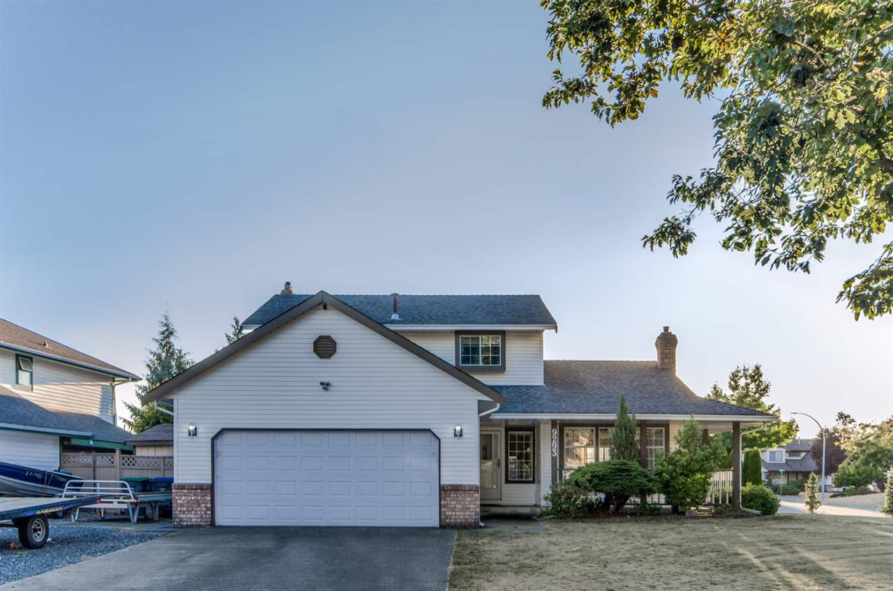 "Main Photo: 9293 155A Street in Surrey: Fleetwood Tynehead House for sale in ""BERKSHIRE PARK"" : MLS®# R2209975"