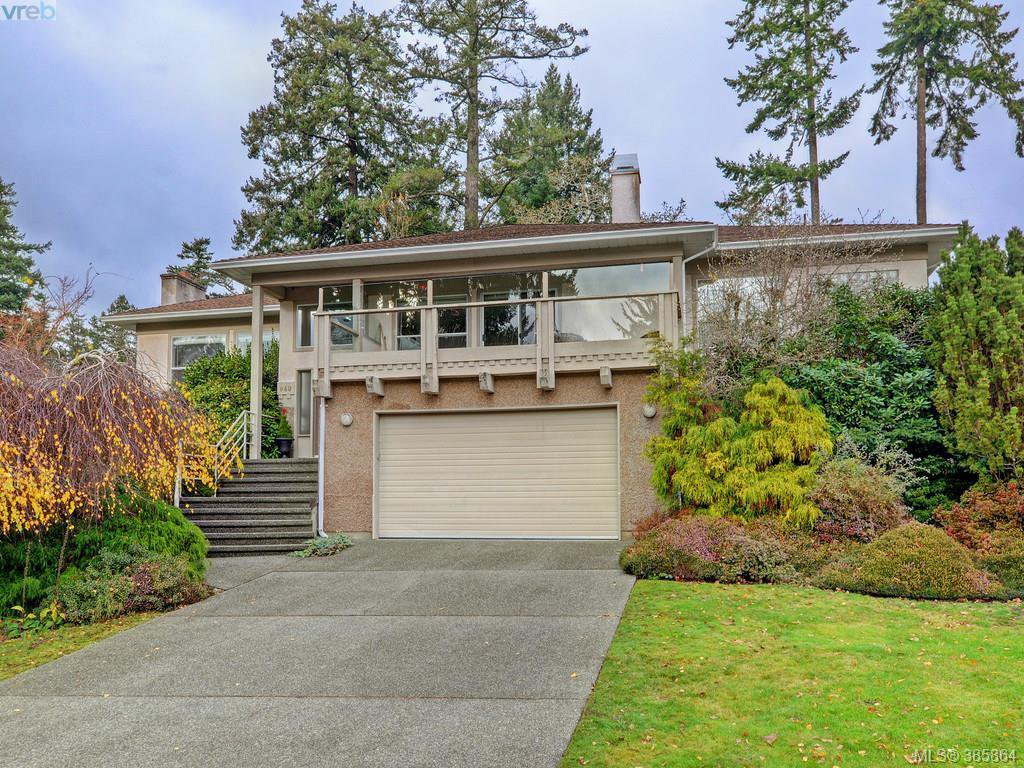 Main Photo: 940 Bearwood Lane in VICTORIA: SE Broadmead Single Family Detached for sale (Saanich East)  : MLS®# 775394