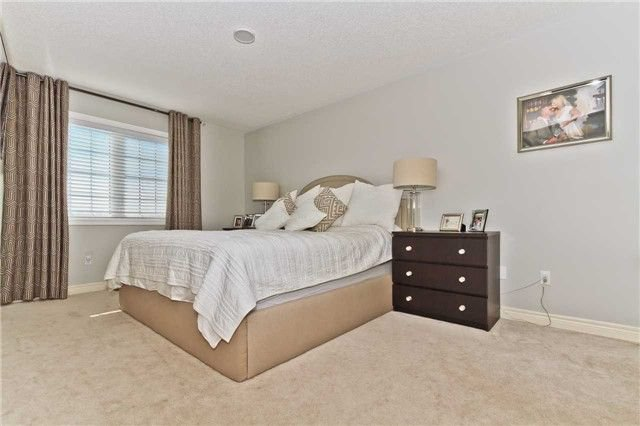 Photo 12: Photos: 420 Bessborough Drive in Milton: Harrison House (2-Storey) for sale : MLS®# W4047248