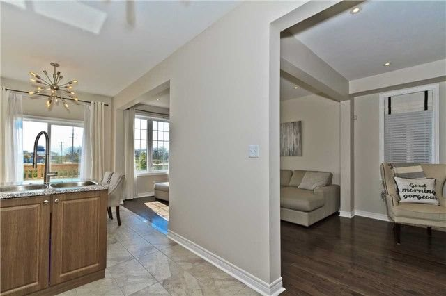 Photo 4: Photos: 420 Bessborough Drive in Milton: Harrison House (2-Storey) for sale : MLS®# W4047248
