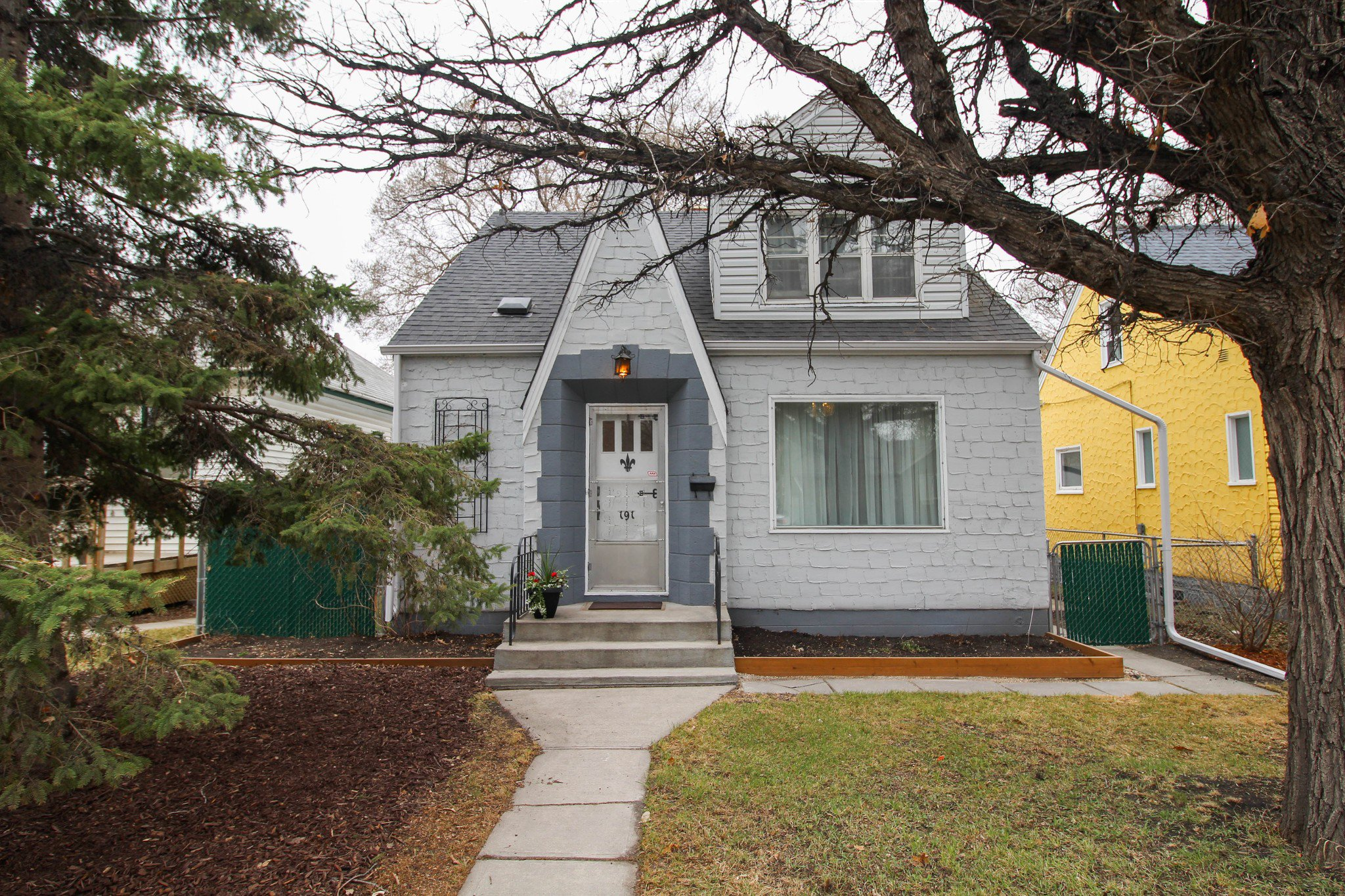 Main Photo: 191 Des Meurons Street for sale in Norwood
