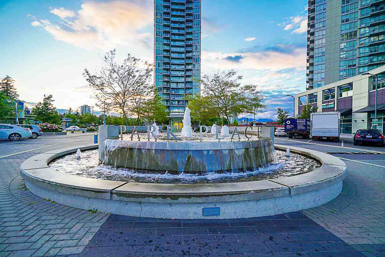 """Main Photo: 1007 9981 WHALLEY Boulevard in Surrey: Whalley Condo for sale in """"Park Place II"""" (North Surrey)  : MLS®# R2283779"""