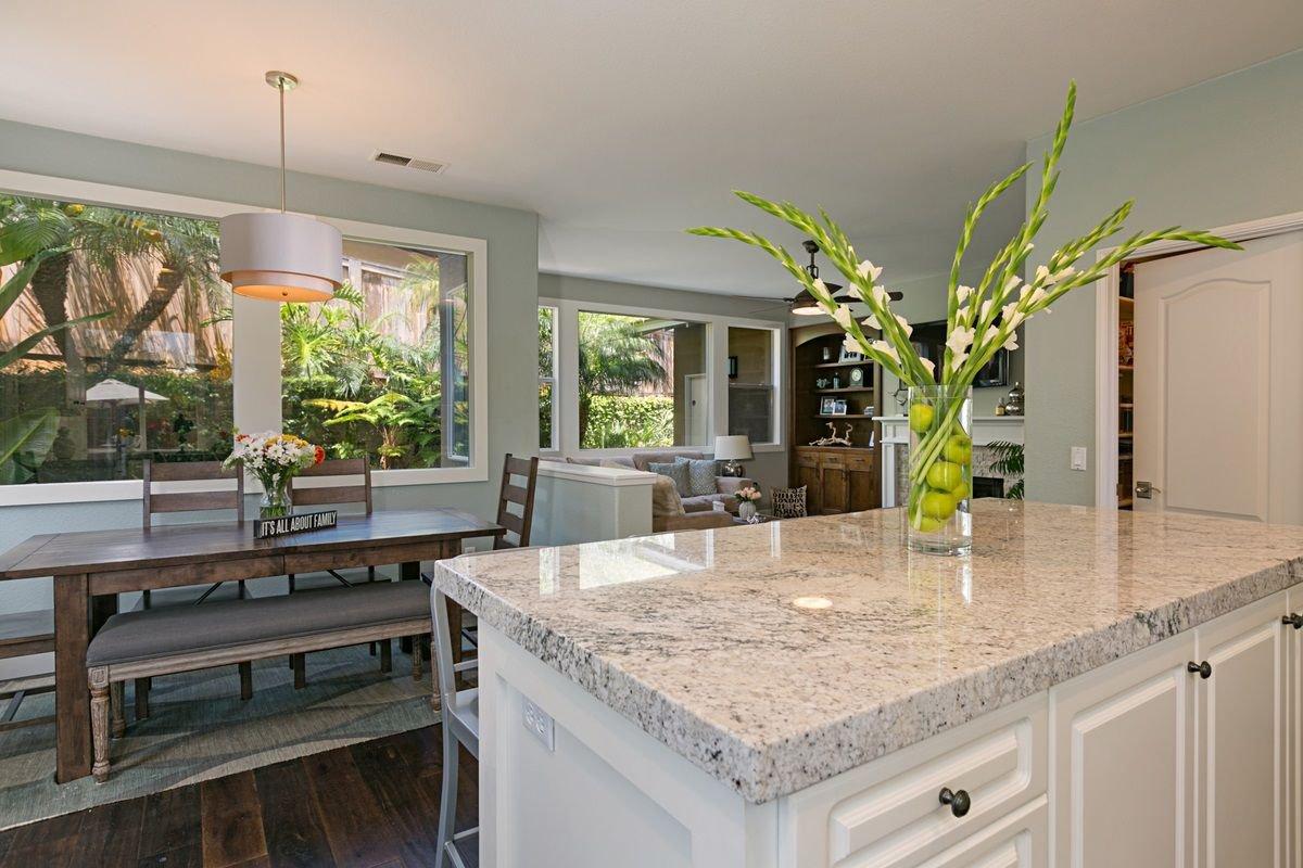 Photo 8: Photos: ENCINITAS House for sale : 5 bedrooms : 575 Kristen Ct.