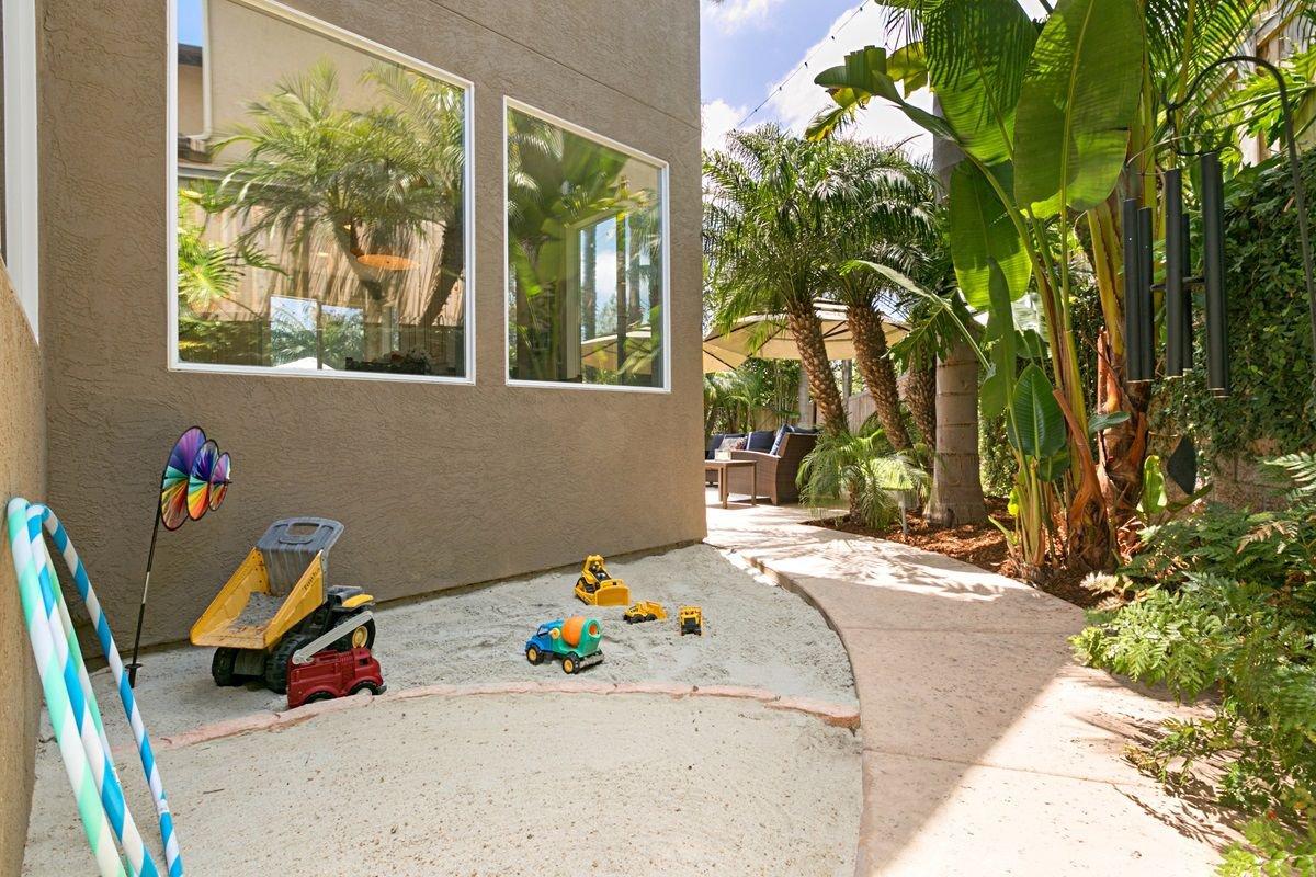 Photo 14: Photos: ENCINITAS House for sale : 5 bedrooms : 575 Kristen Ct.
