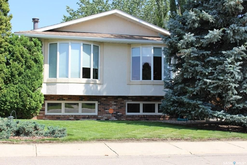 Main Photo: 1620 DUNN Street in Moose Jaw: Palliser Residential for sale : MLS®# SK743442