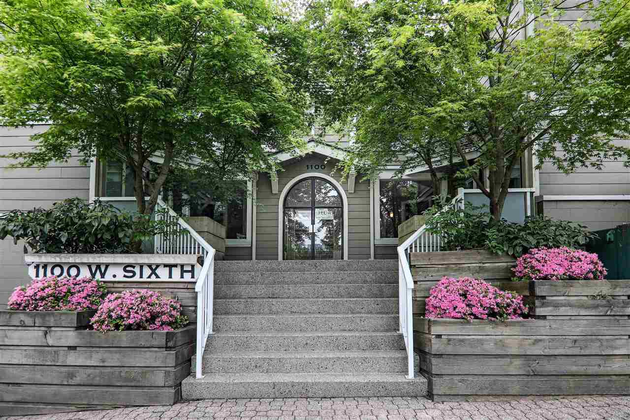 "Main Photo: E3 1100 W 6TH Avenue in Vancouver: Fairview VW Townhouse for sale in ""Fairview Place"" (Vancouver West)  : MLS®# R2370431"