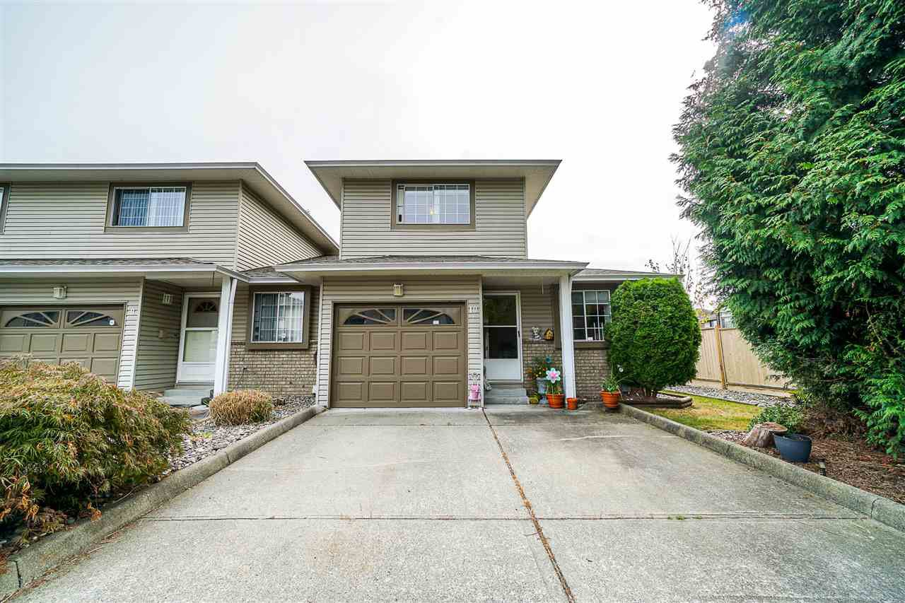 "Main Photo: 10 19270 119 Avenue in Pitt Meadows: Central Meadows Townhouse for sale in ""MCMYN ESTATES"" : MLS®# R2403650"