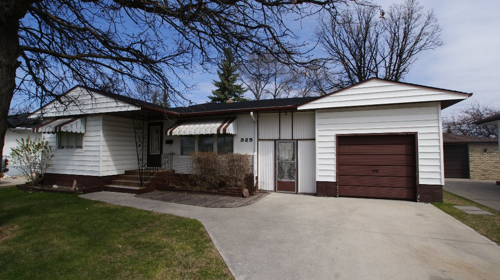Main Photo: 325 Dunbeath Avenue in Winnipeg: North Kildonan Residential for sale (North East Winnipeg)  : MLS®# 1207381