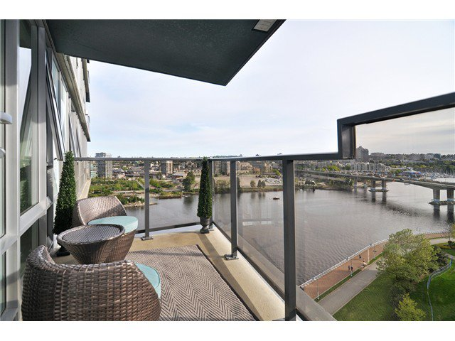 "Main Photo: 1603 8 SMITHE Mews in Vancouver: False Creek Condo for sale in ""Flagship"" (Vancouver West)  : MLS®# V1064248"