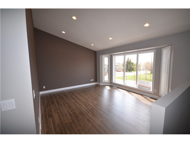 Photo 2: Photos: 9703 94TH Street in Fort St. John: Fort St. John - City SE House 1/2 Duplex for sale (Fort St. John (Zone 60))  : MLS®# N244734