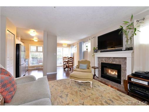 Main Photo: 101 2527 Quadra St in VICTORIA: Vi Hillside Condo Apartment for sale (Victoria)  : MLS®# 730763