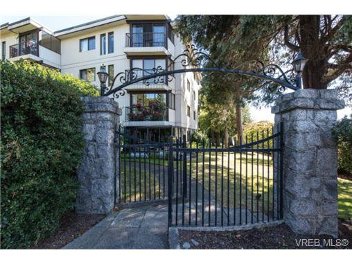 Main Photo: 401 1875 Lansdowne Rd in VICTORIA: SE Camosun Condo for sale (Saanich East)  : MLS®# 740389