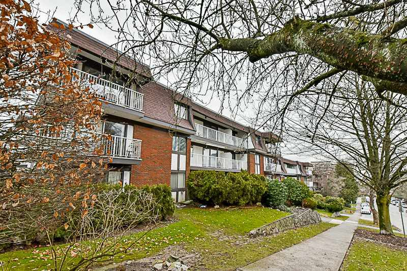 "Main Photo: 105 331 KNOX Street in New Westminster: Sapperton Condo for sale in ""WESTMOUNT ARMS"" : MLS®# R2135968"