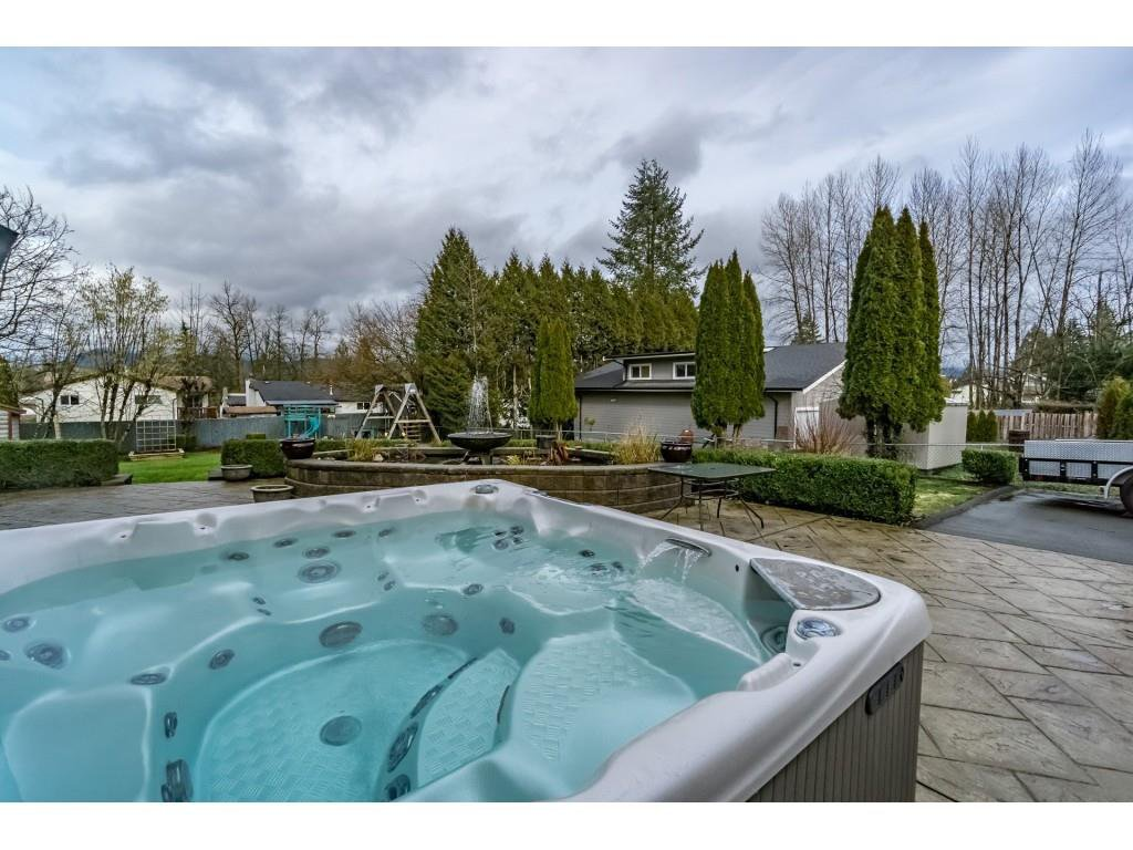 Photo 3: Photos: 22609 124 Avenue in Maple Ridge: East Central House for sale : MLS®# R2233577