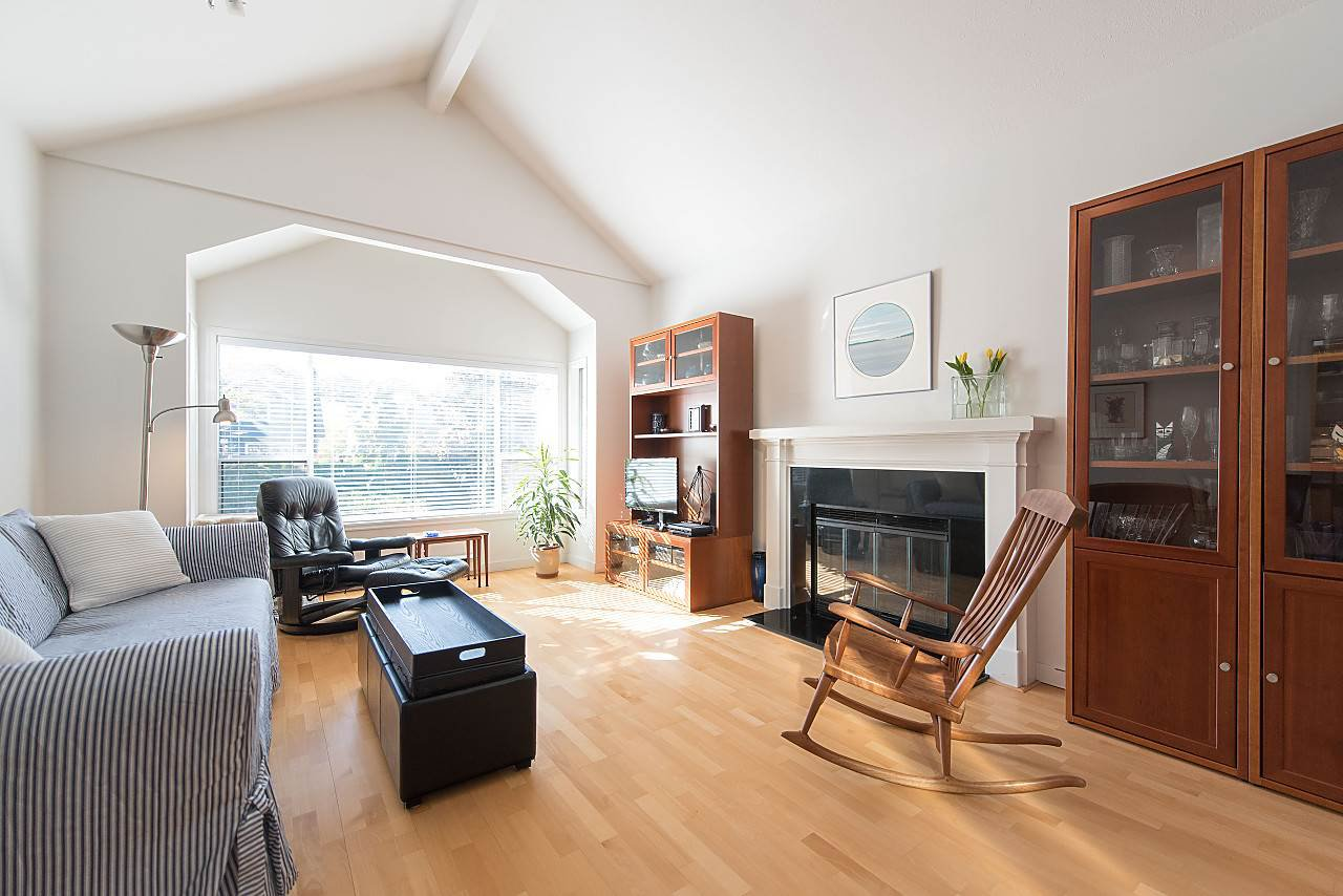 Photo 3: Photos: 1849 W 12TH Avenue in Vancouver: Kitsilano Townhouse for sale (Vancouver West)  : MLS®# R2236443