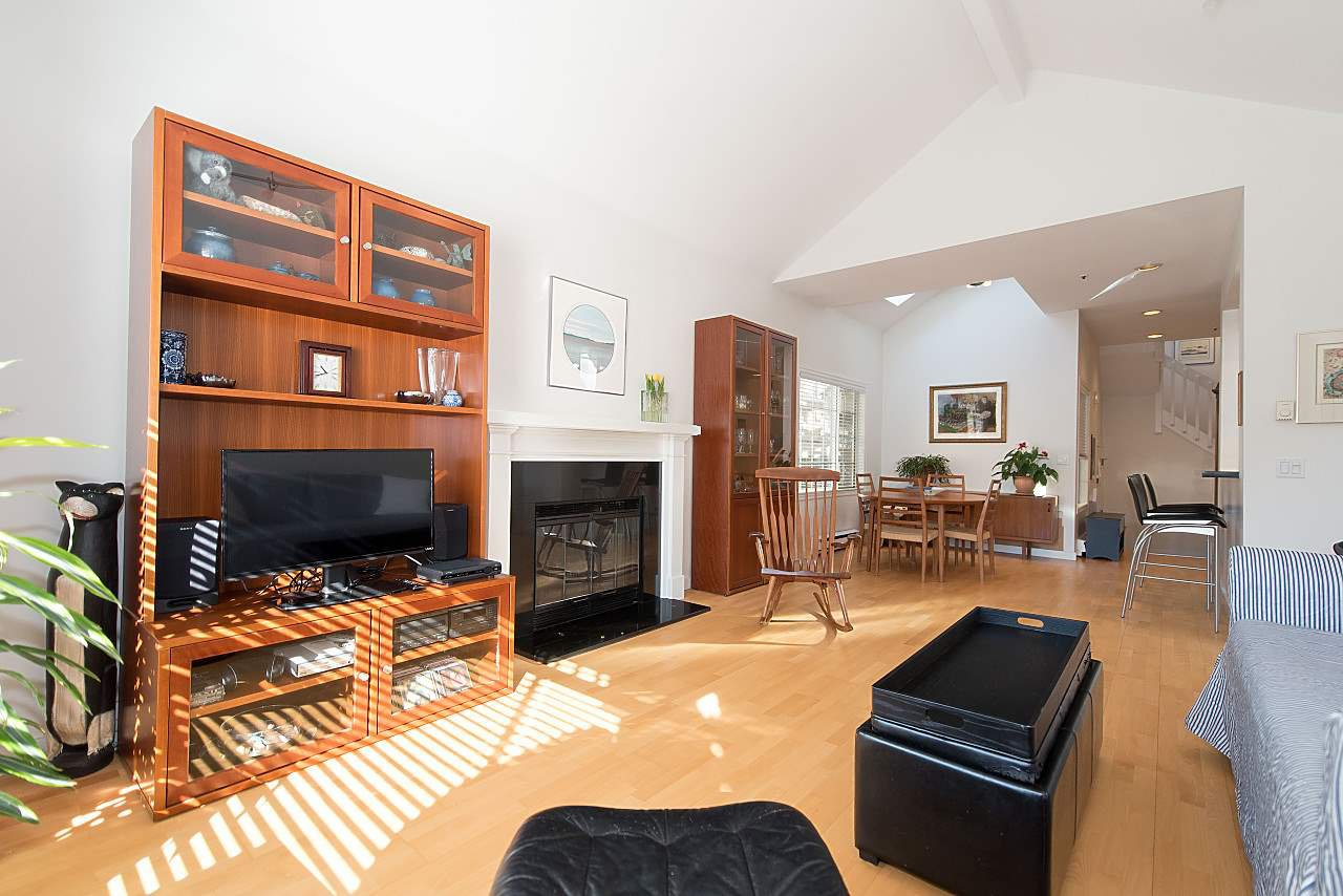 Photo 5: Photos: 1849 W 12TH Avenue in Vancouver: Kitsilano Townhouse for sale (Vancouver West)  : MLS®# R2236443