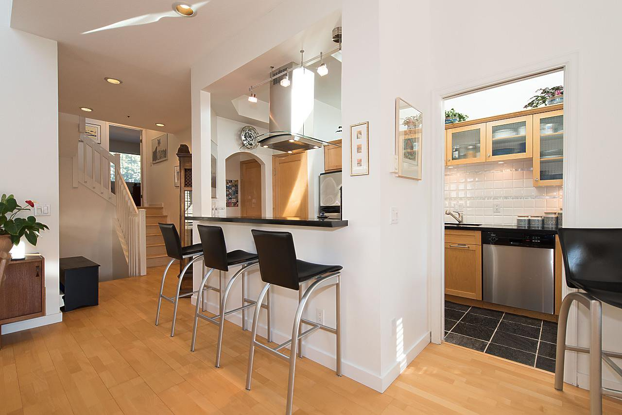Photo 8: Photos: 1849 W 12TH Avenue in Vancouver: Kitsilano Townhouse for sale (Vancouver West)  : MLS®# R2236443