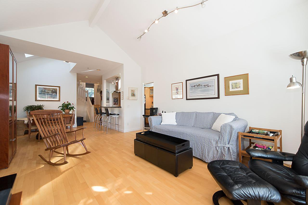 Photo 4: Photos: 1849 W 12TH Avenue in Vancouver: Kitsilano Townhouse for sale (Vancouver West)  : MLS®# R2236443