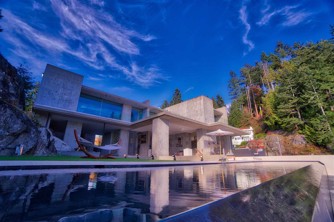 A world class private gated community, ???Seaside Place??? is for those who like to live exclusively.  14 exclusive free hold waterfront homes.This solid concrete waterfront home Designed by renowned architect *RUSSEL HOLLINGSWORTH Presented by MATT GUL