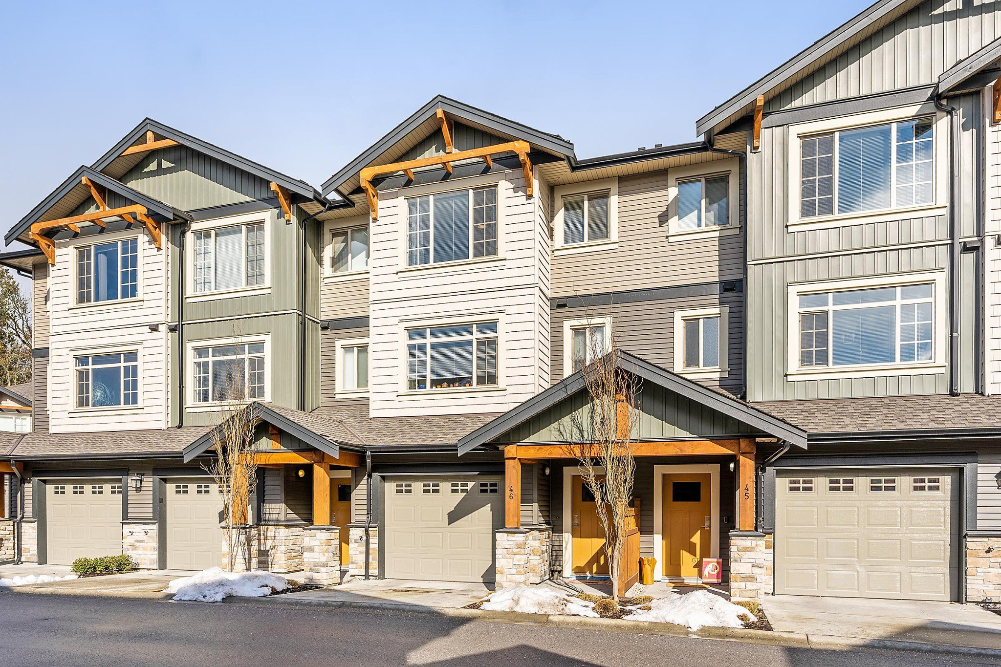 """Main Photo: 46 11305 240 Street in Maple Ridge: Cottonwood MR Townhouse for sale in """"MAPLE HEIGHTS"""" : MLS®# R2342753"""