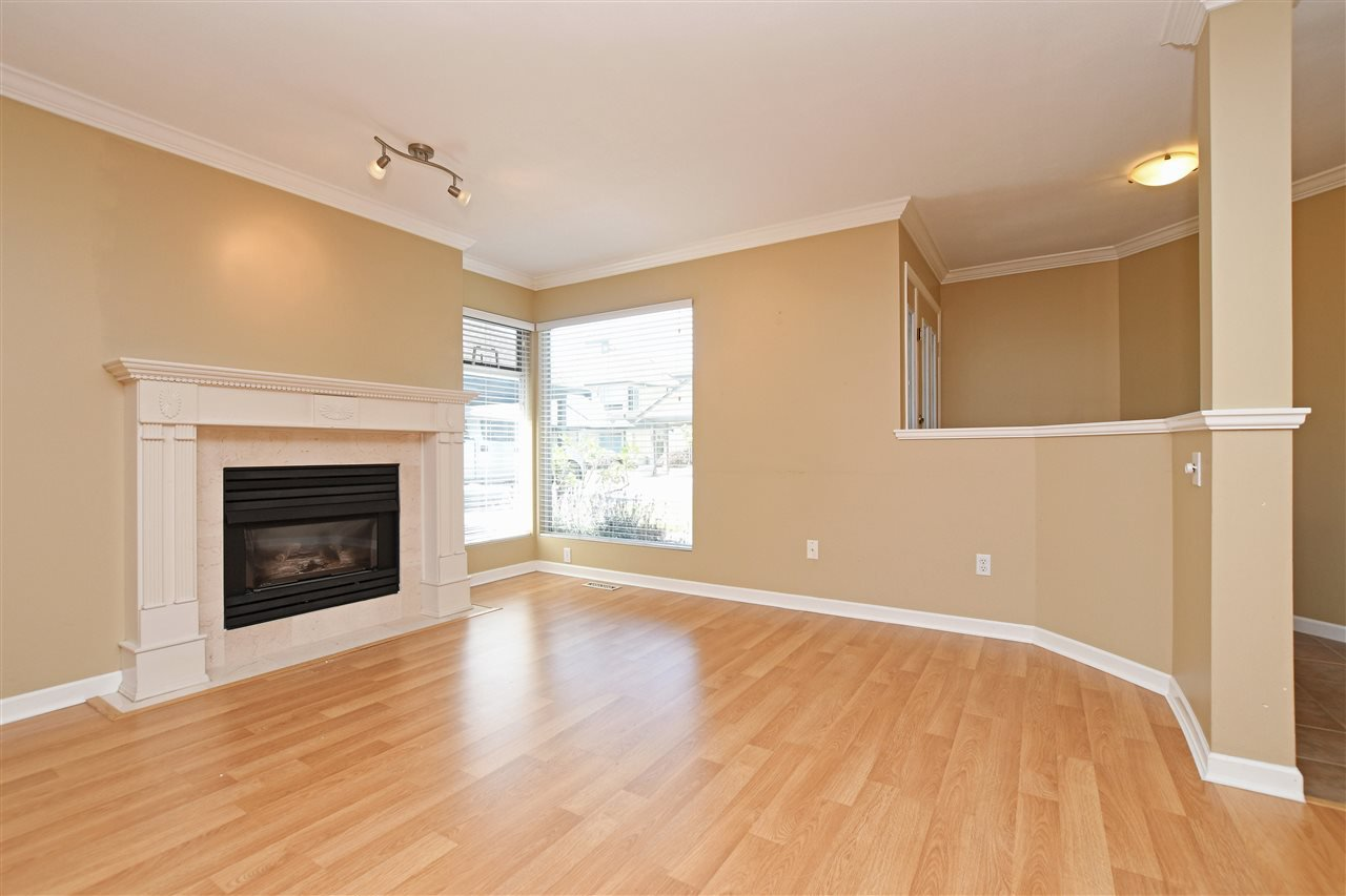 "Photo 3: Photos: 15 4756 62 Street in Delta: Holly Townhouse for sale in ""ASHLEY GREEN"" (Ladner)  : MLS®# R2383202"