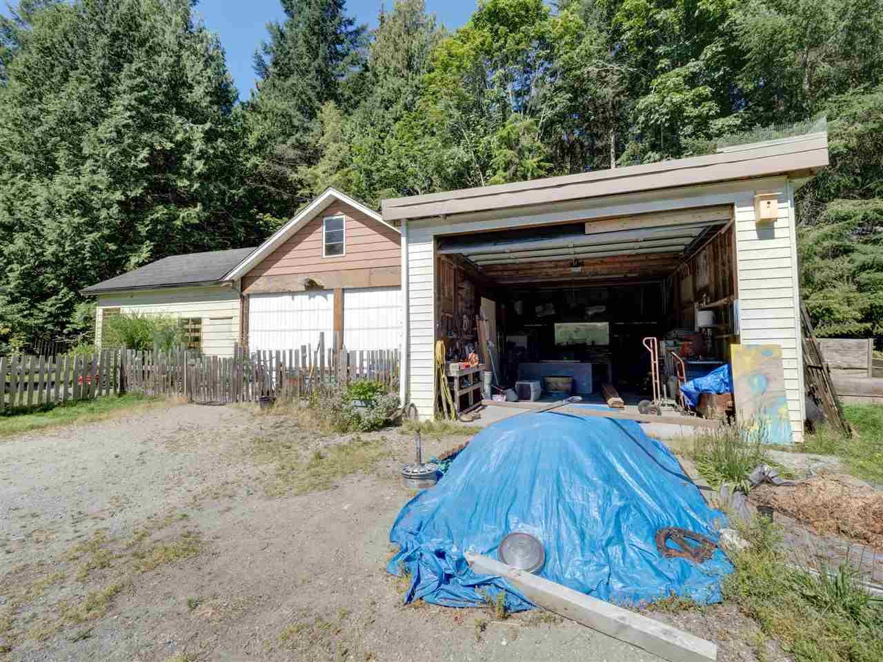 Photo 7: Photos: 5761 MCLAUGHAN Road in Sechelt: Sechelt District House for sale (Sunshine Coast)  : MLS®# R2479077