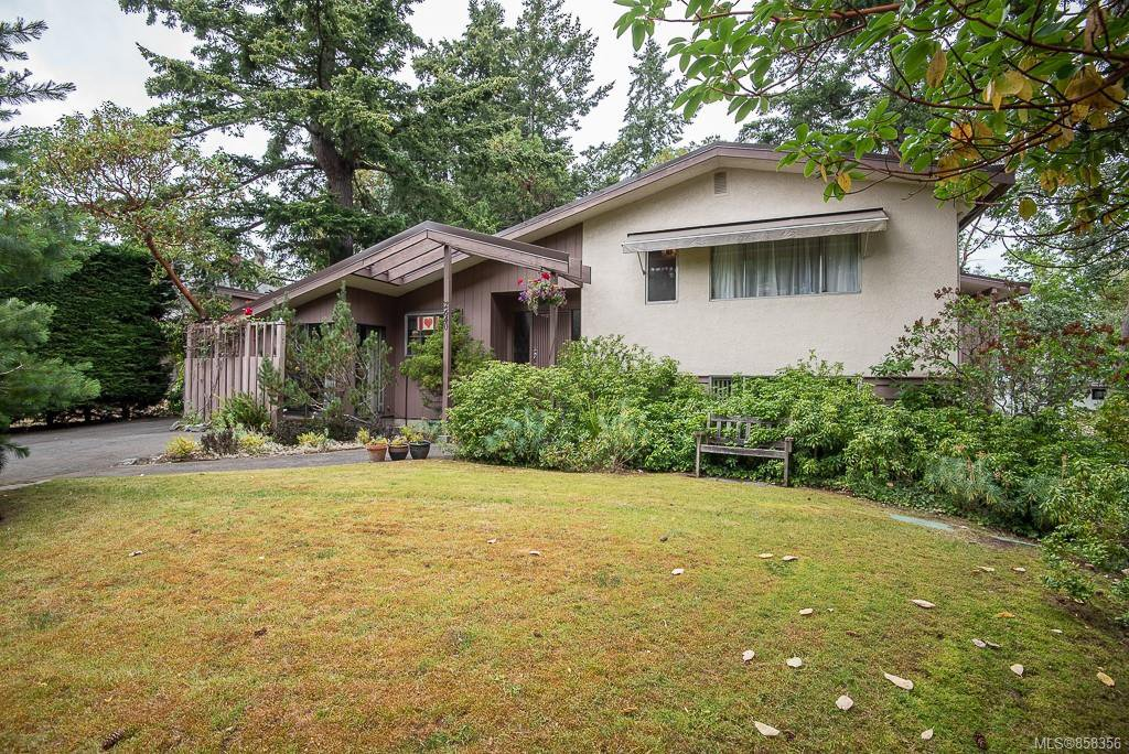 Main Photo: 2640 E MacDonald Dr in : SE Queenswood House for sale (Saanich East)  : MLS®# 858356