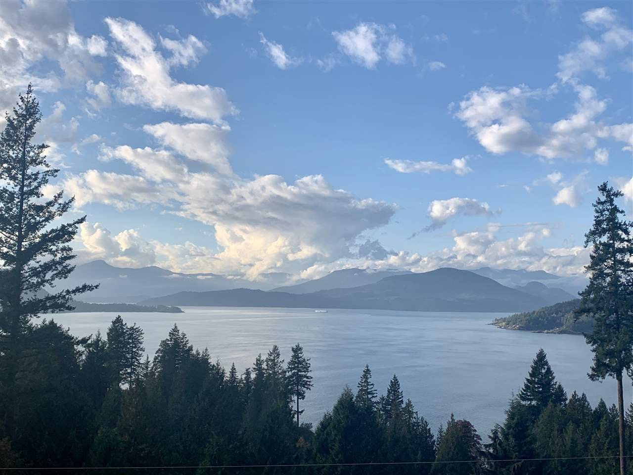 """Main Photo: 8555 SEASCAPE Lane in West Vancouver: Howe Sound Townhouse for sale in """"Seascapes"""" : MLS®# R2512079"""