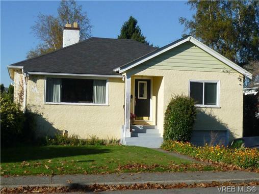 Main Photo: 2660 CADBORO BAY Rd in VICTORIA: OB Henderson Single Family Detached for sale (Oak Bay)  : MLS®# 657851