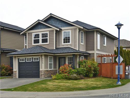 Main Photo: 804 Gannet Court in VICTORIA: La Bear Mountain Single Family Detached for sale (Langford)  : MLS®# 349623