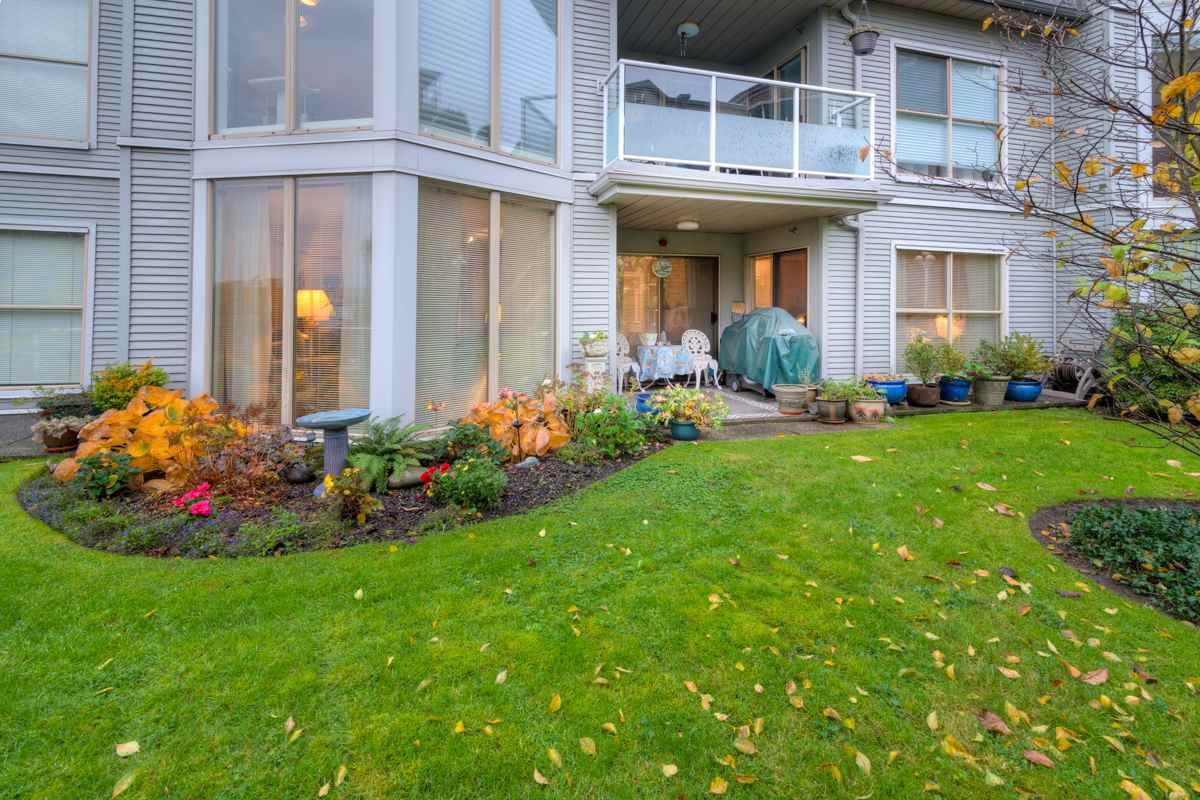 """Main Photo: 102 68 RICHMOND Street in New Westminster: Fraserview NW Condo for sale in """"Gate House"""" : MLS®# R2120125"""