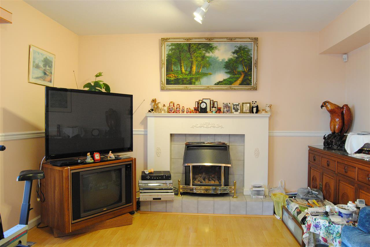 Photo 4: Photos: 9664 151 Street in Surrey: Guildford House for sale (North Surrey)  : MLS®# R2132155