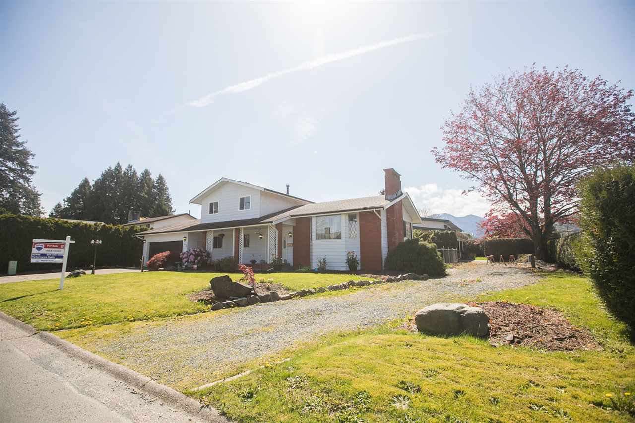 Main Photo: 45146 INSLEY Avenue in Sardis: Sardis West Vedder Rd House for sale : MLS®# R2162273