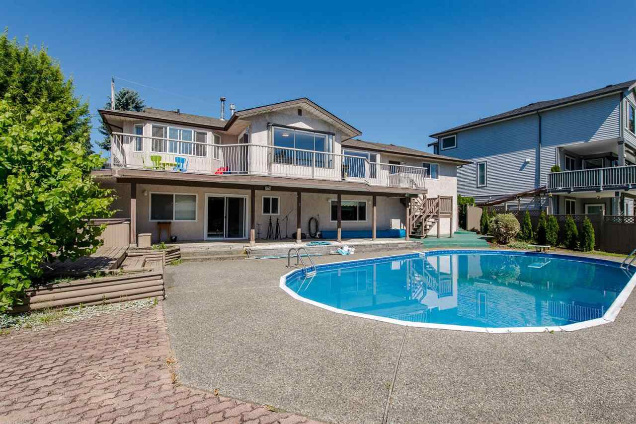 """Main Photo: 2046 MAJESTIC Crescent in Abbotsford: Abbotsford West House for sale in """"Central/Mill Lake Area"""" : MLS®# R2181541"""