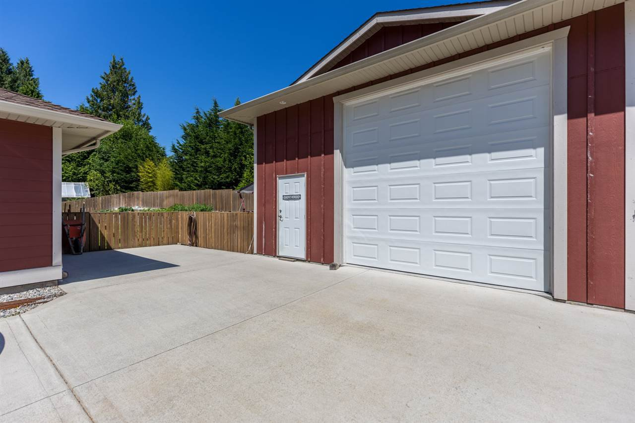 Photo 15: Photos: 5573 NICKERSON Road in Sechelt: Sechelt District House for sale (Sunshine Coast)  : MLS®# R2191954