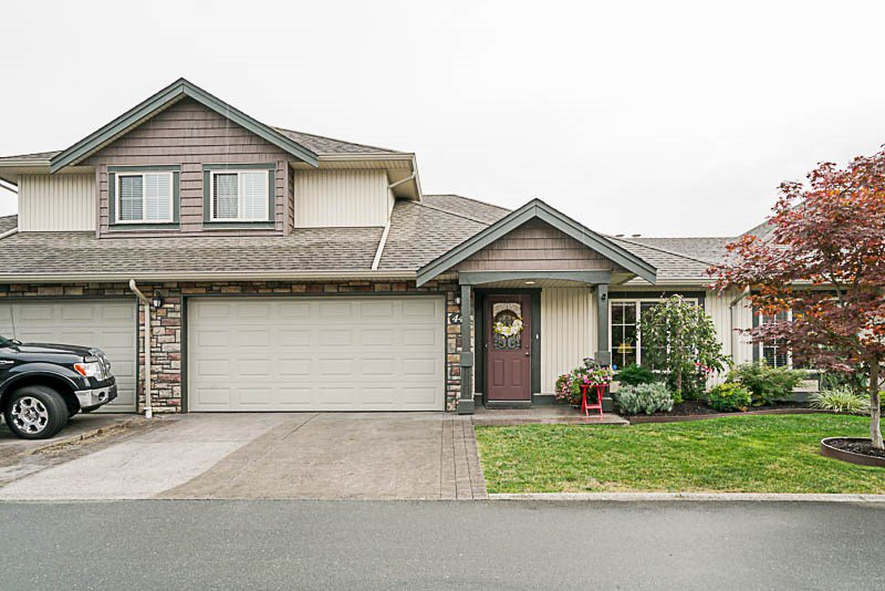 "Main Photo: 44 6450 BLACKWOOD Lane in Sardis: Sardis West Vedder Rd Townhouse for sale in ""The Maples"" : MLS®# R2203462"