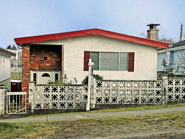 Main Photo: 5566 Chester Street in Vancouver: Fraser VE House for sale (Vancouver East)  : MLS®# V992863