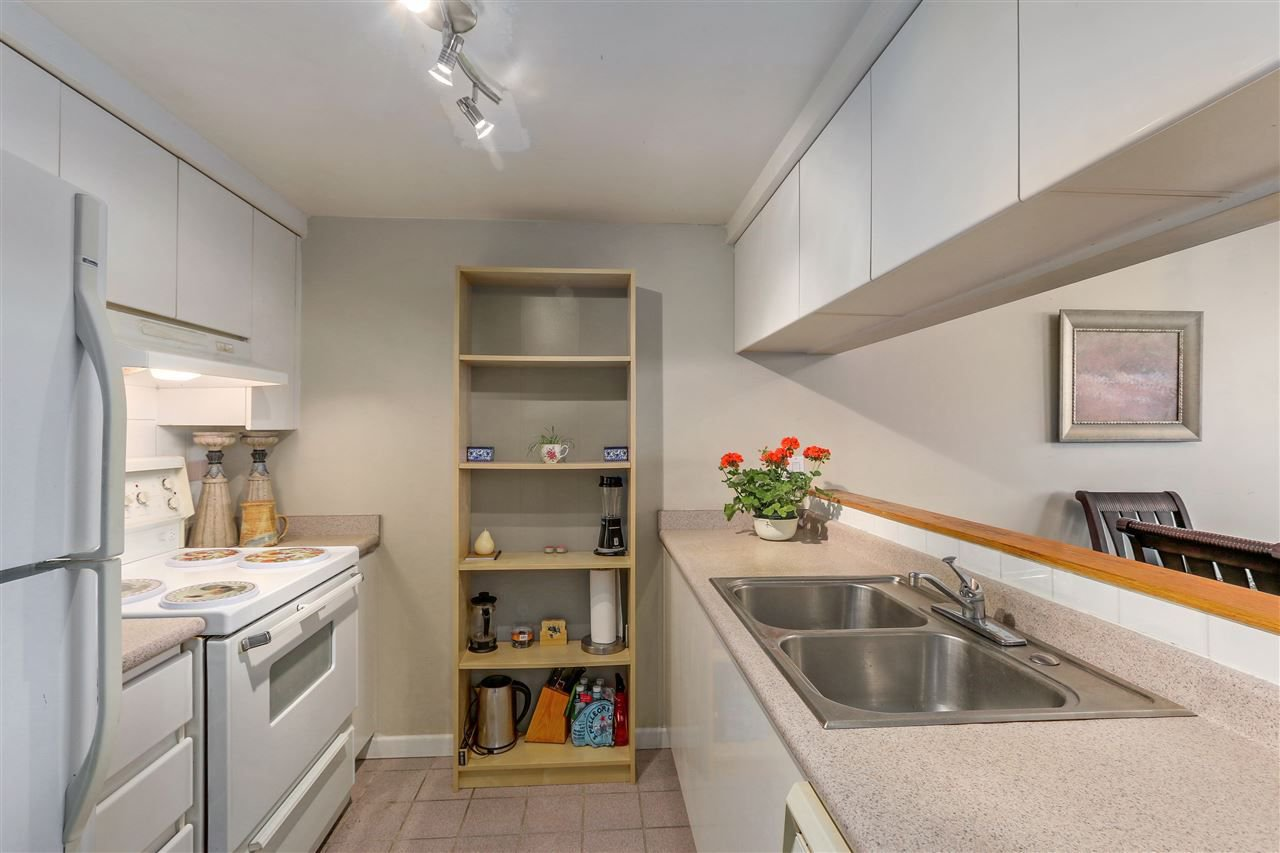 Photo 7: Photos: 1303 9623 MANCHESTER Drive in Burnaby: Cariboo Condo for sale (Burnaby North)  : MLS®# R2283068